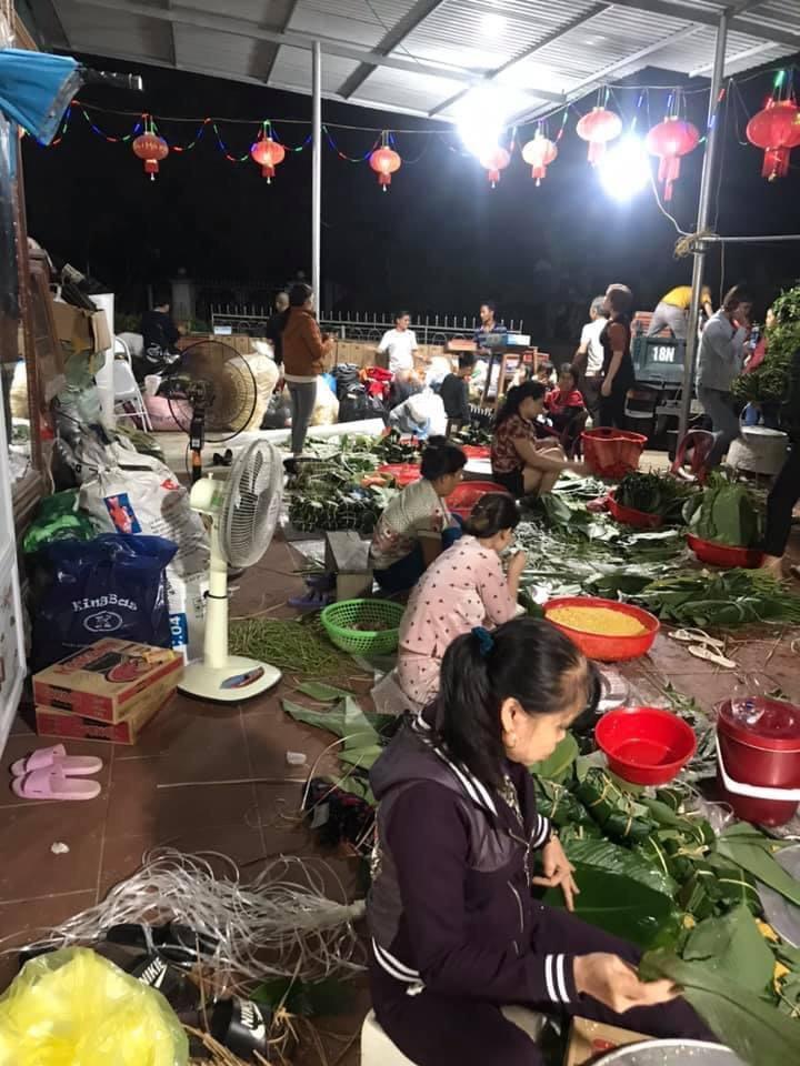 Đoàn thiện nguyện Công ty mỹ phẩm Gia Hân và bà con tỉnh Phú Thọ vượt trên đỉnh lũ để đến với đồng bào Miền Trung - Ảnh 6