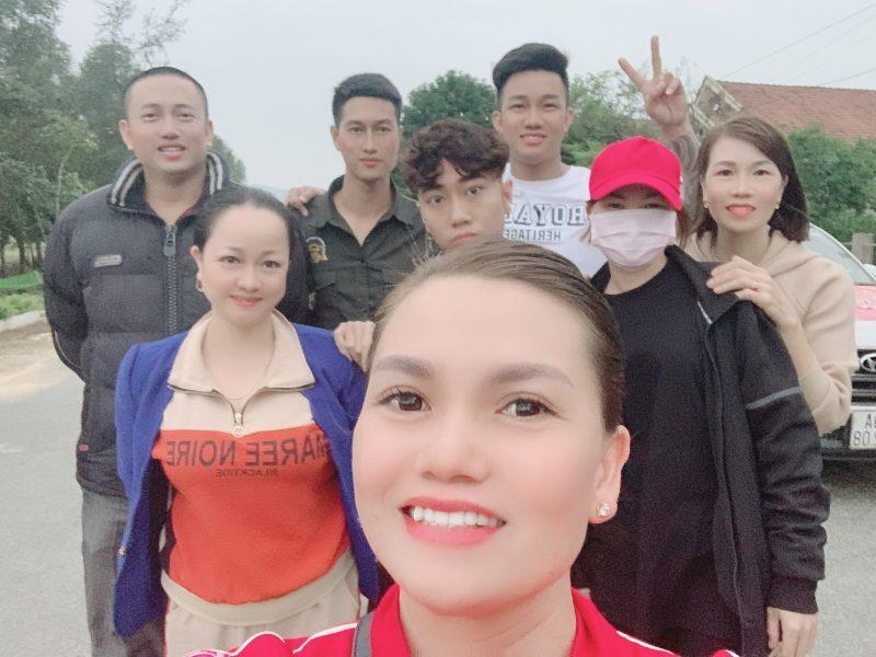 Đoàn thiện nguyện Công ty mỹ phẩm Gia Hân và bà con tỉnh Phú Thọ vượt trên đỉnh lũ để đến với đồng bào Miền Trung - Ảnh 3